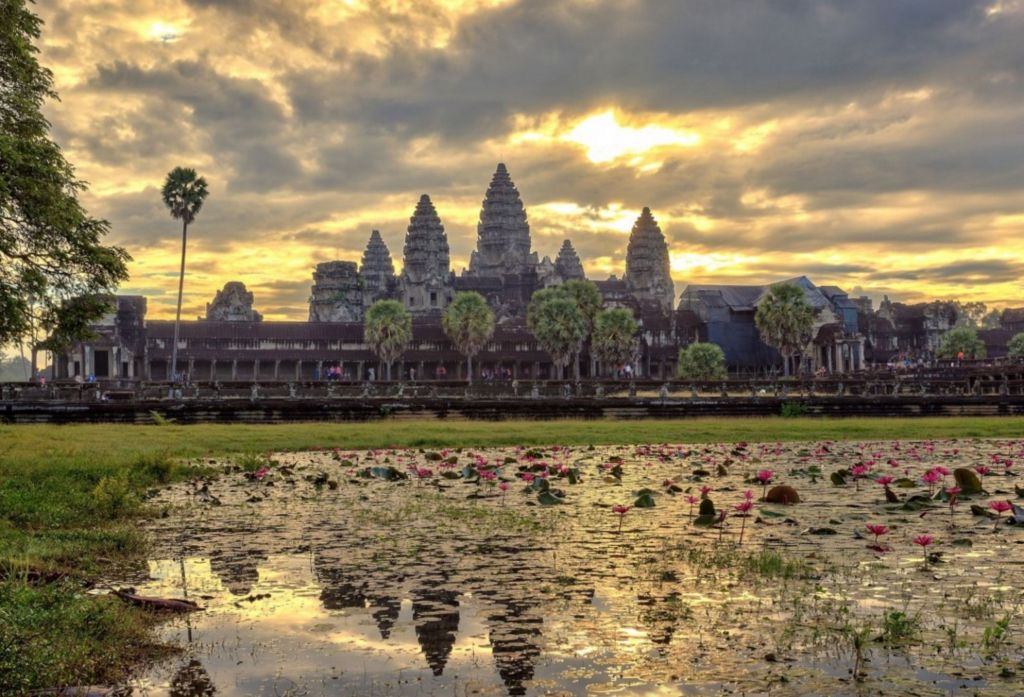 sunset angkor