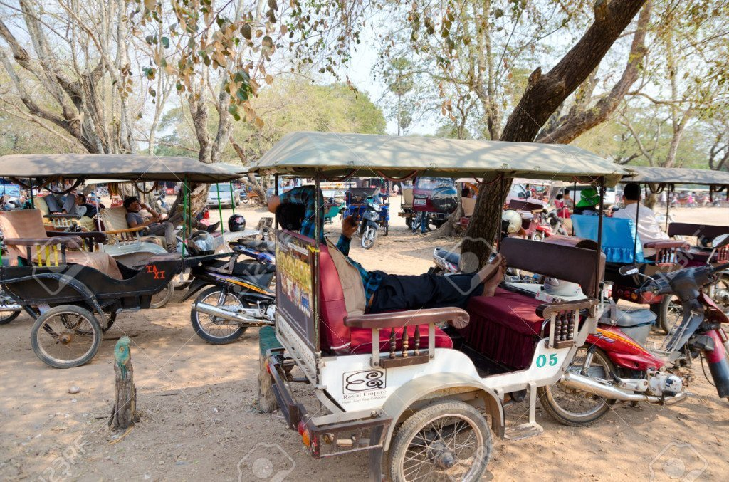 There are lots of tourists and almost all of them get a tuk tuk and they end up all waiting in the same areas so make sure you remember what your tuk tuk looks like.