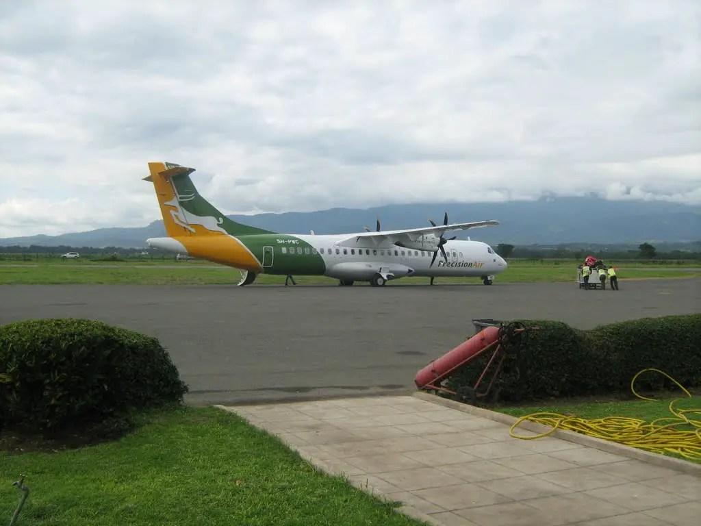precision air zanzibar plane arusha airport