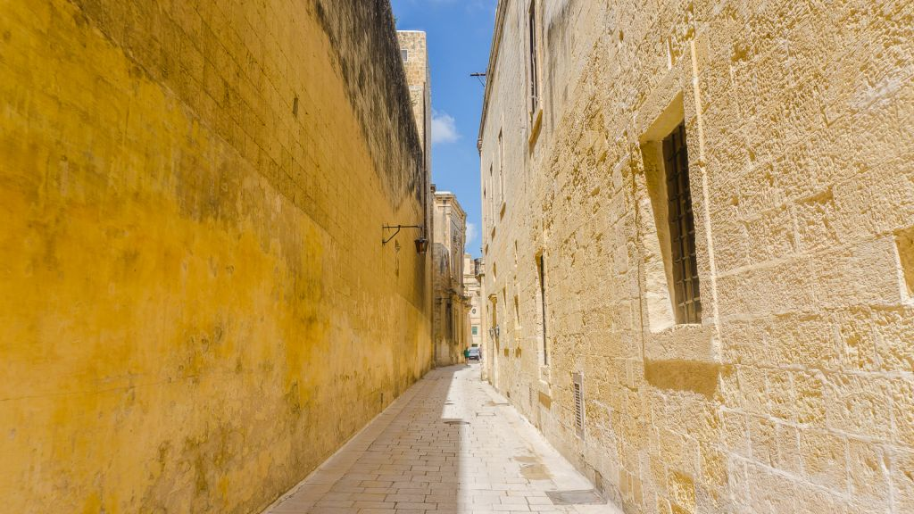 Walking through the streets of Mdina