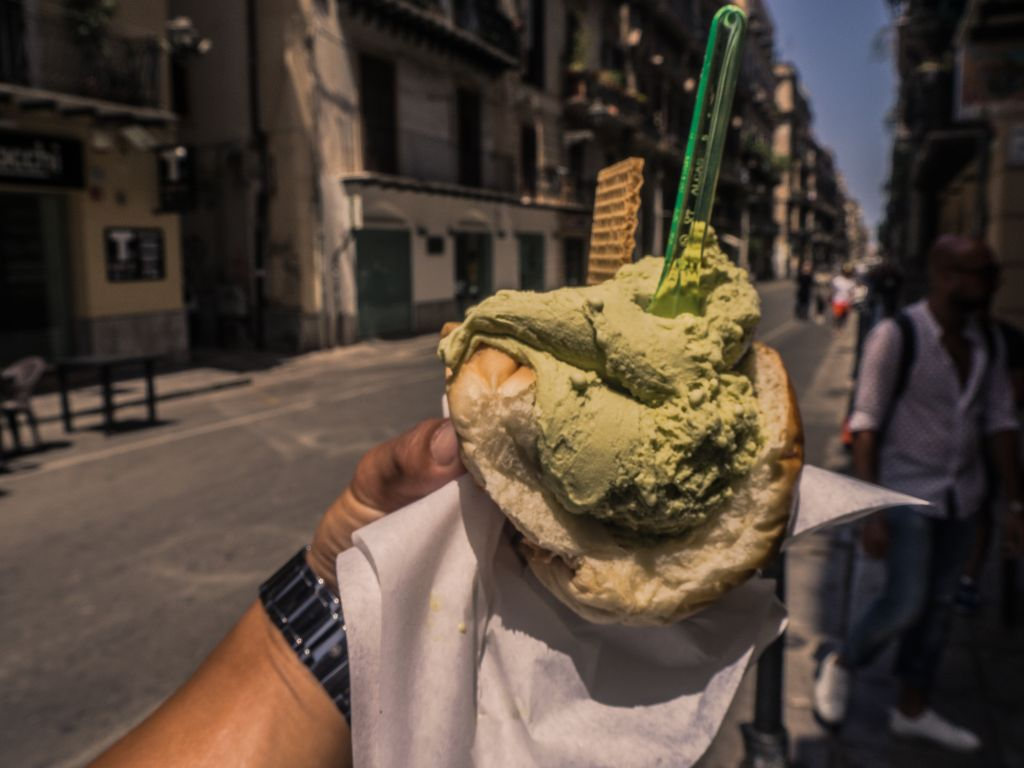 gelato in brioche