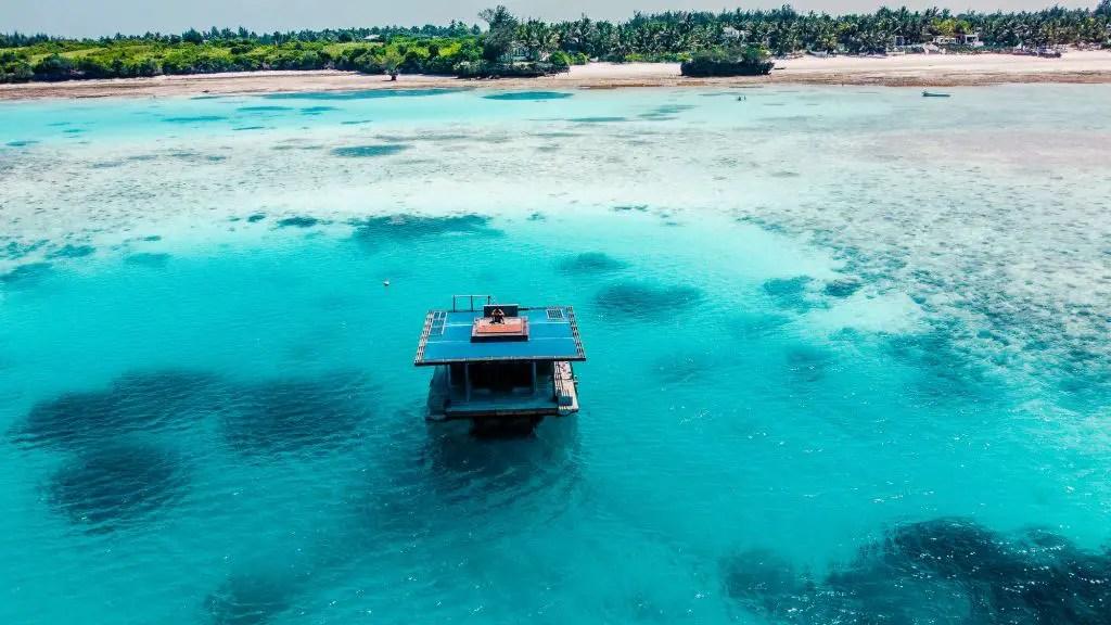 Underwater villa manta resort pemba