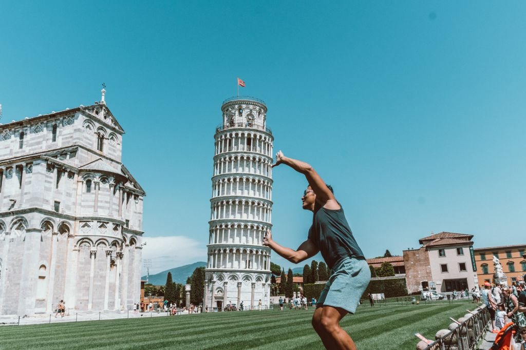 Pisa Leaning Tower photo
