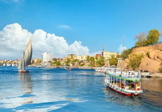 Obraz zawierający woda, zewnętrzne, łódź, port Opis wygenerowany automatycznie