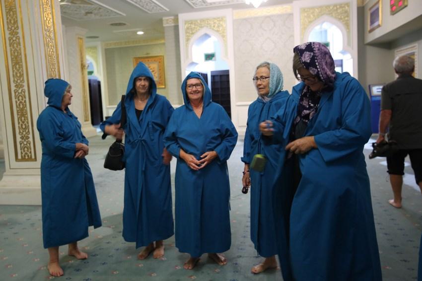 astana-mosque-dress