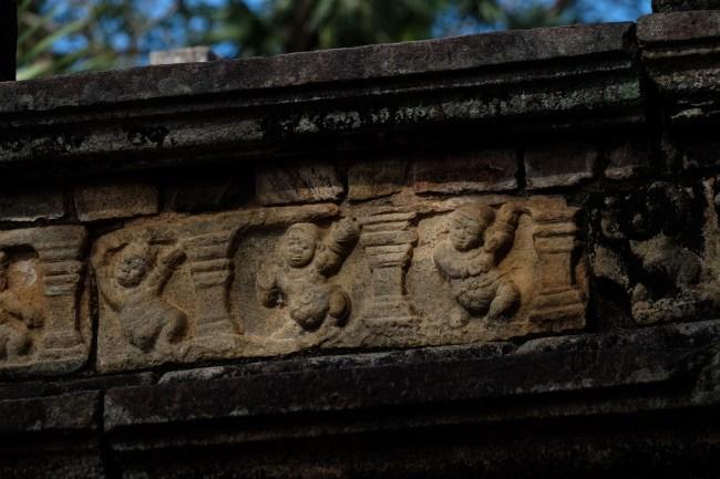 Polonnaruwa-dancing-dwarfs