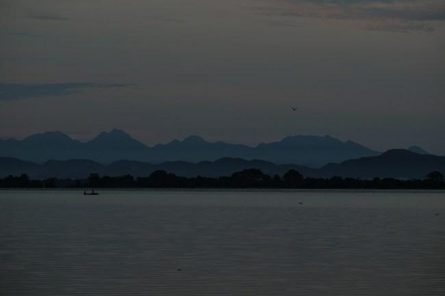 Polonnaruwa-lake-morning