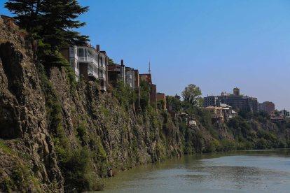 river-kura-tbilisi-georgia