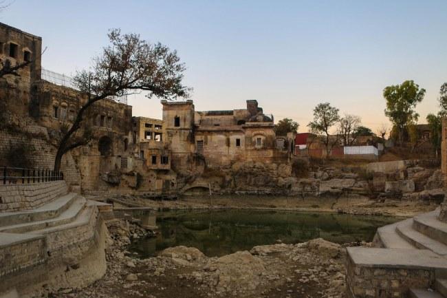 katasraj-katas-raj-temple-lake-pond-1