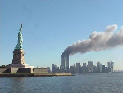 9-11_Statue_of_Liberty_WTC