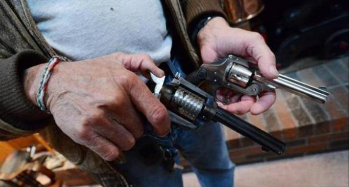 Arthur Lovi's antique handguns