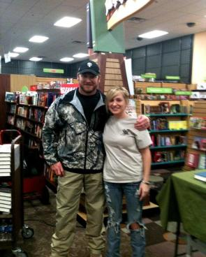 chris ''the punisher'' kyle with fan at book signing
