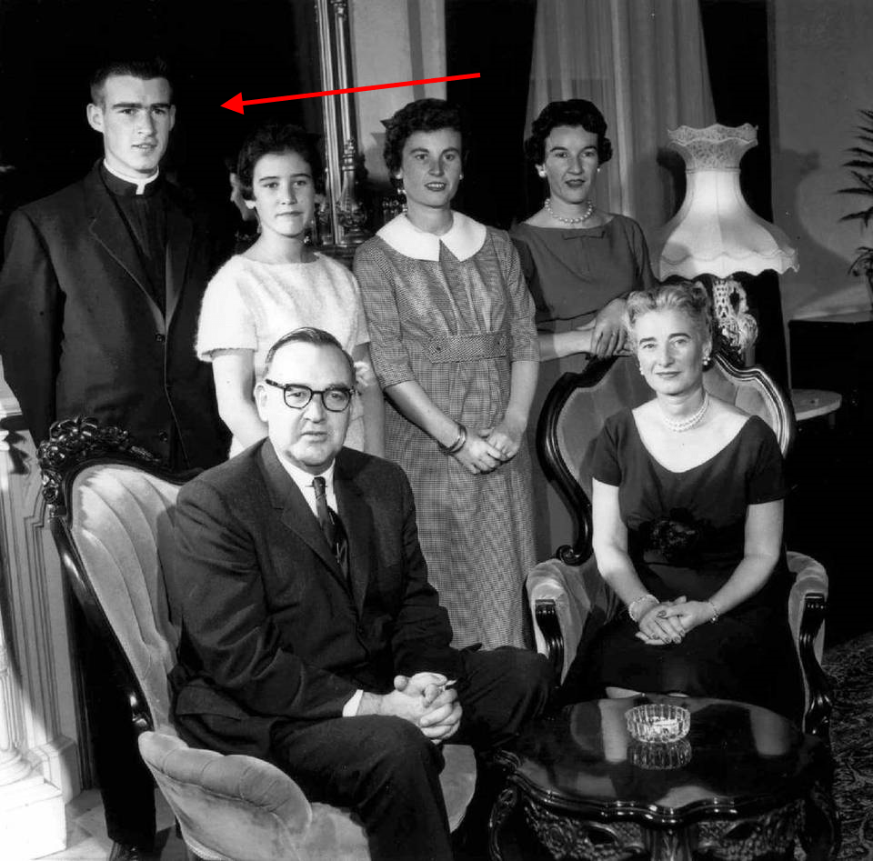 jesuit-father-jerry-brown-and-family-in-1959-with-arrow