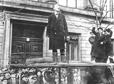 Liebknecht addresses crowd