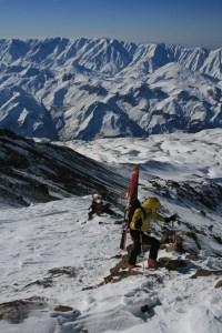 Boot packing up the ridgeline @ c.5000m © Scott Mackenzie