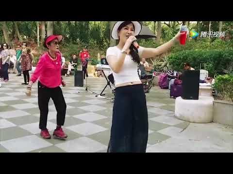 香港流浪歌手小红屯门公园表演,美丽大方,好听好看 #トラベル #旅行 #followme