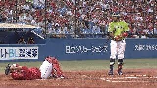 またやった! バレンティンのスイングが広島・石原慶幸の頭部に直撃 2016年5月26日 ヤクルトー阪神 マテオ、バレンティンに死球であわや乱闘、警告試合に. #トレンド #followme