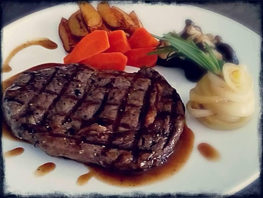 the-balcony-food-steak