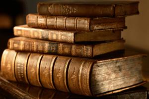 Почему у старых книг особый запах?