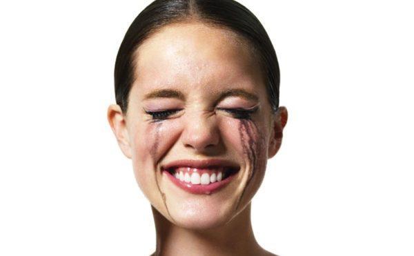 Смех и плач без причины. Беспорядки в выражении эмоций