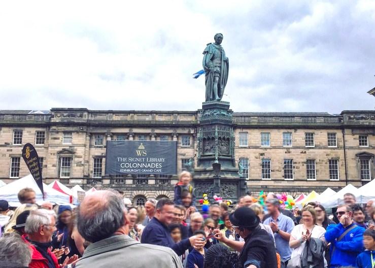 愛丁堡Edinburgh:愛丁堡國際藝穗節(the Edinburgh Festival fringe ),每年8月登場,吸引大批遊客前來。