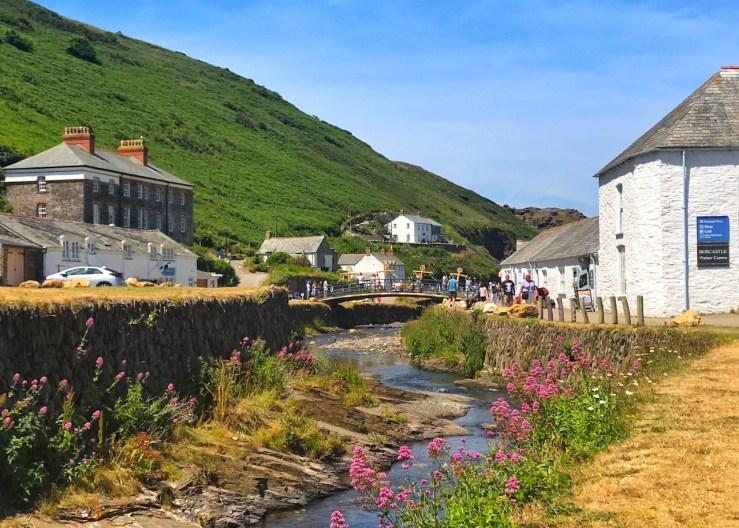 康沃爾(Cornwall)北部的小漁村博斯卡斯爾(Boscastle)
