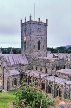 威爾士:全英最小城市聖戴維斯、世界最美庫姆堡、莎士比亞故鄉|5日深度遊