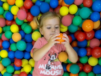 Kodomokan Girl in ball pit