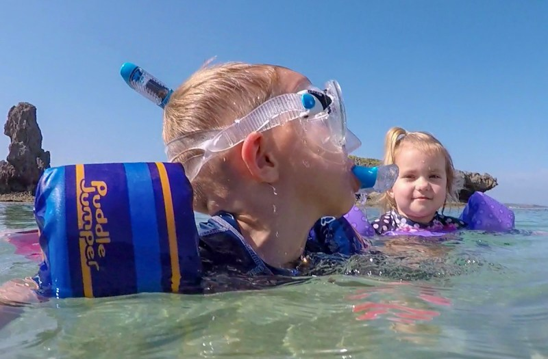 How to Snorkel-Snorkeling with sister