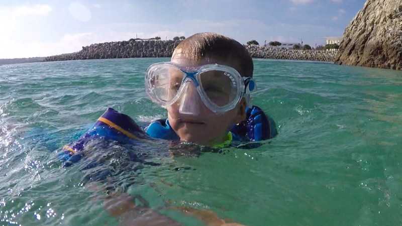 How to Snorkel- boy swimming