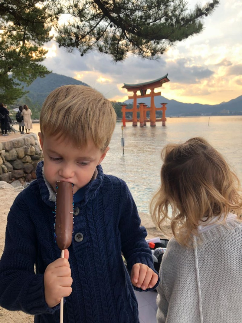 Miyajima-kids eating