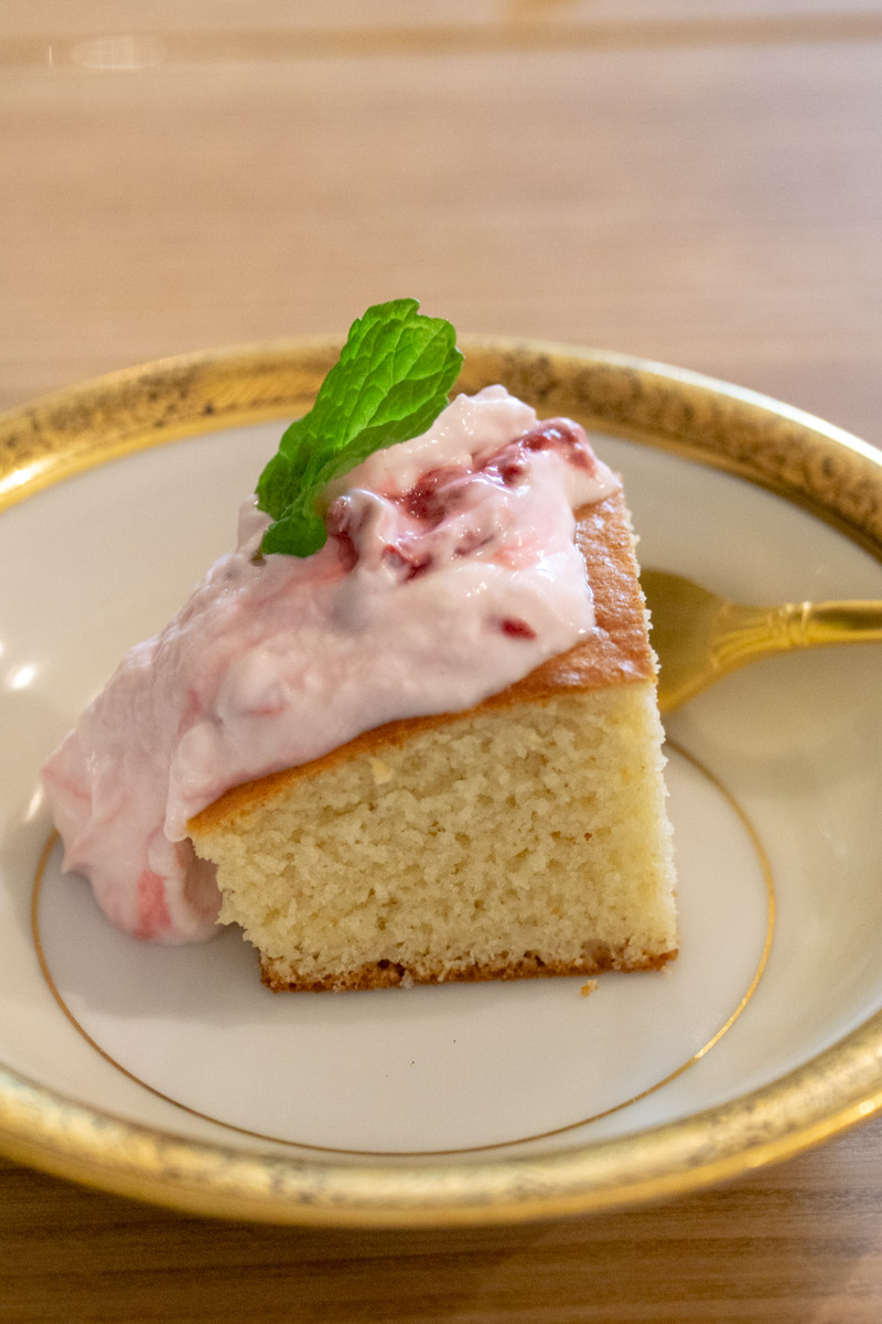 anise cake with greek yogurt