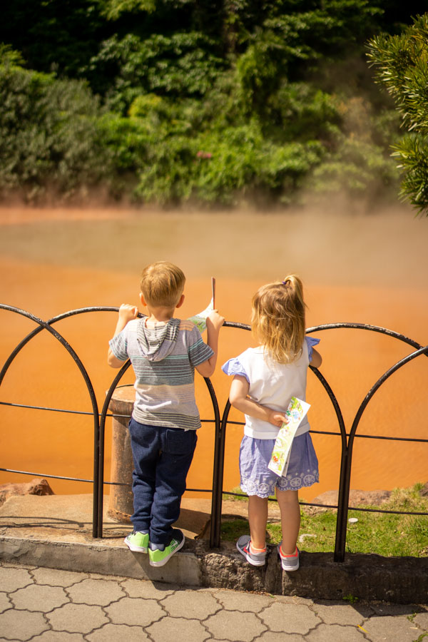 Hells of Beppu kids looking at red water