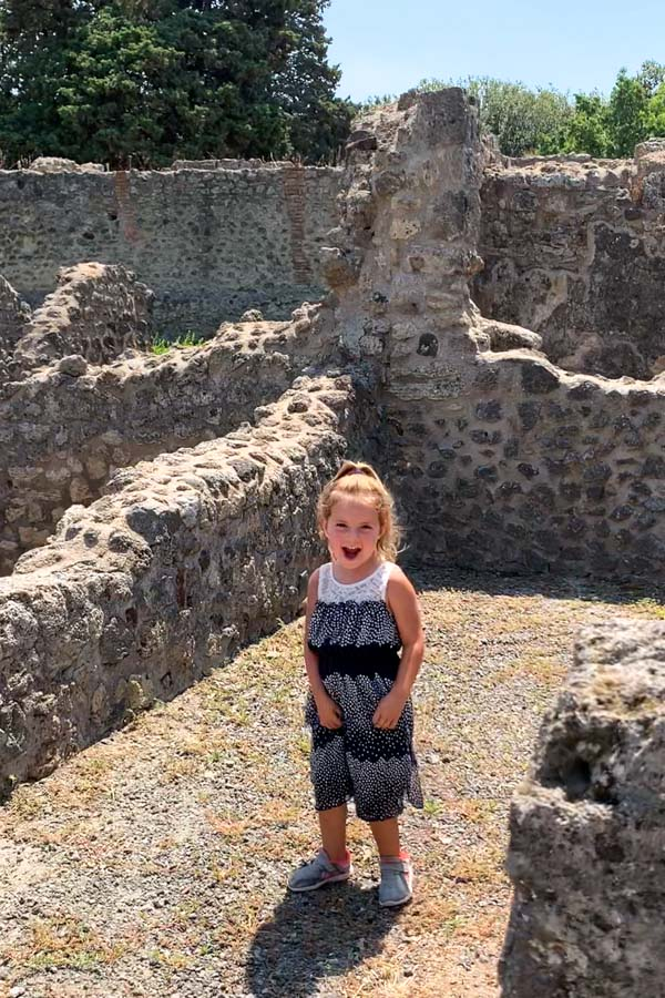 girl in pompeii