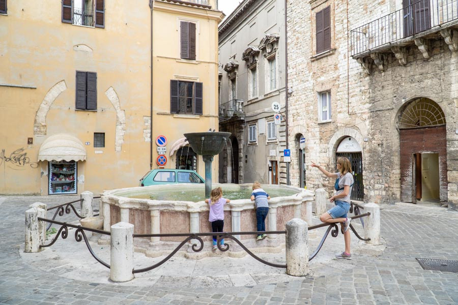 Narni 20 sided fountain