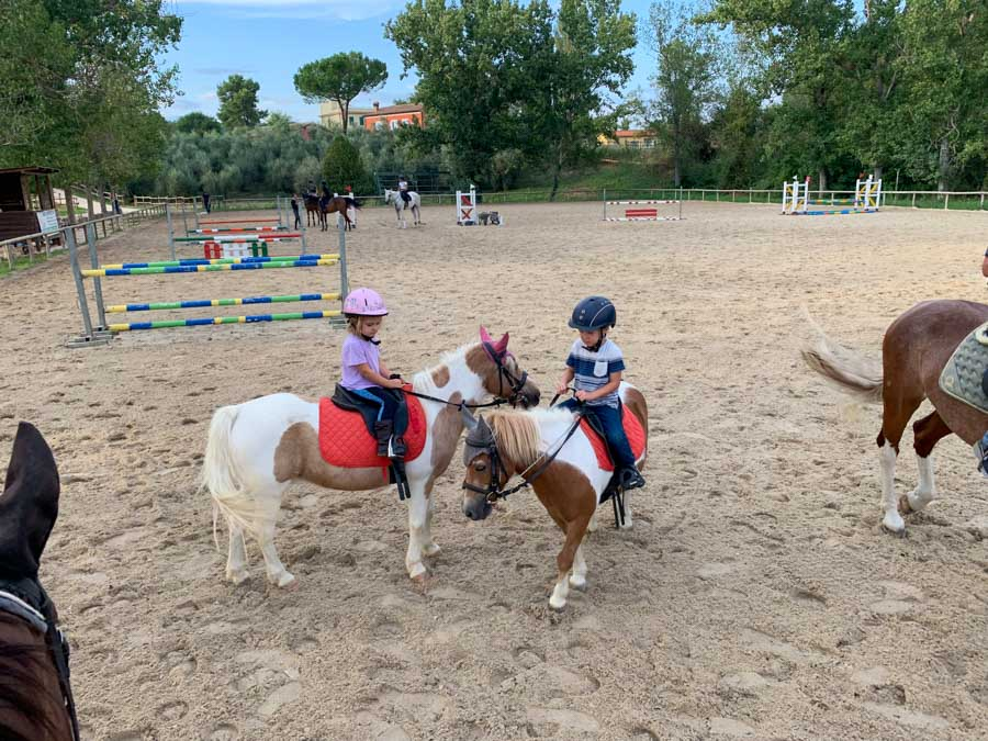 Narni kids riding ponies
