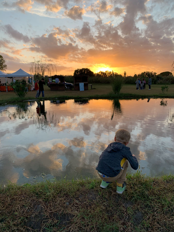 kid playing in Paestum pond