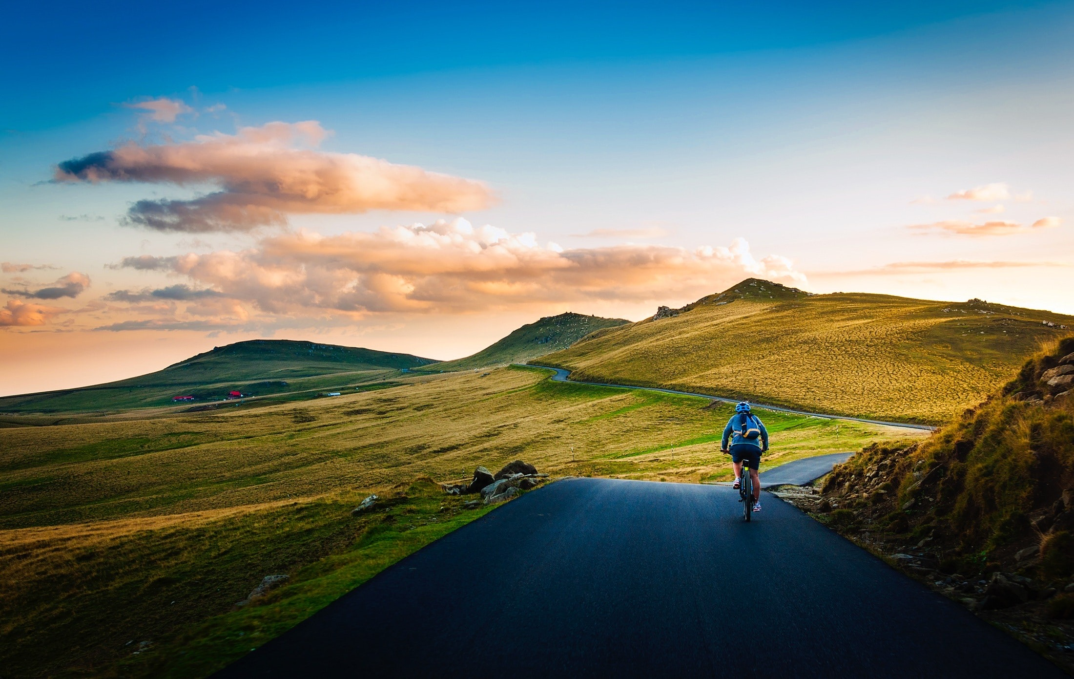 Busy Traveling? How to Exercise While Traveling