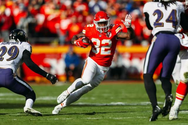 Spencer Ware gashes through the Baltimore Ravens defense during a matchup in 2018. Ware is one of our DraftKings Captain Mode Sneaky Plays for NFL Championship Weekend.