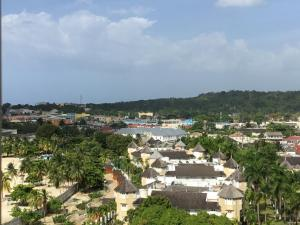 We are still frugal even when on holiday. Here are some of the frugal things we are doing while on holiday thousands of miles away in Jamaica. Pin to read.