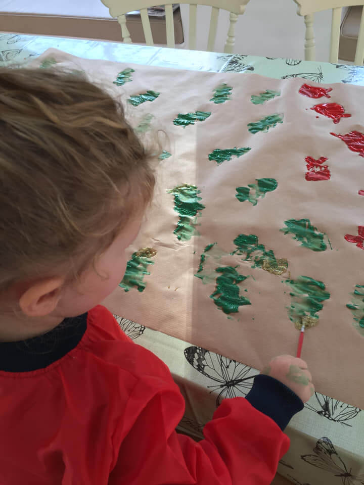 Here are at least 10 amazingly frugal ideas for you to do with your little ones this Christmas because all they really want for Christmas is you.Pin to save