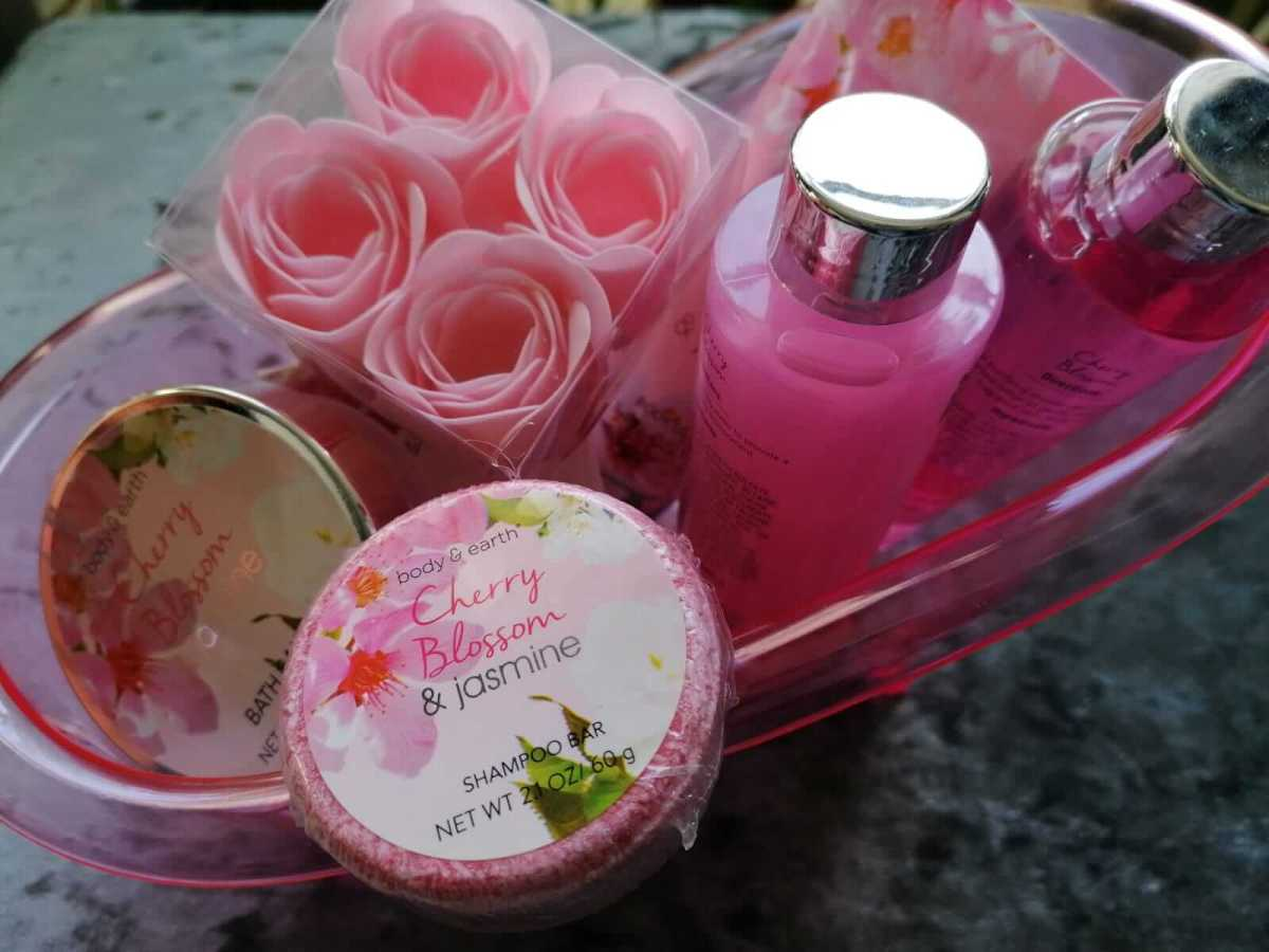 a bath gift set for valentines