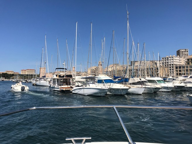 Sortie-du-vieux-port_Marseille