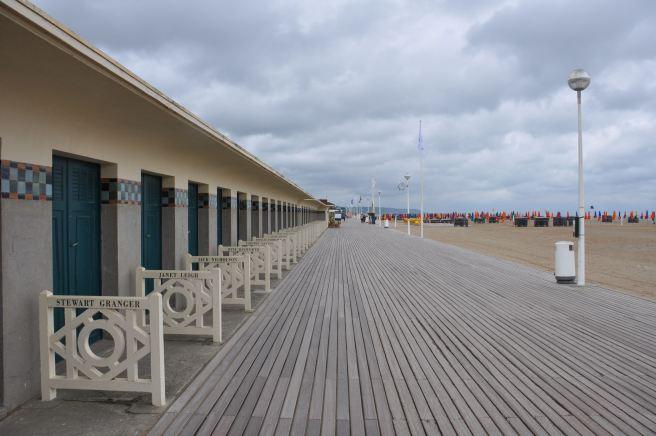 Sur les planches de Deauville. ©Joli.Voyage