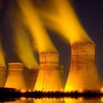 Nukleáris erőmű - éjszakai felvétel