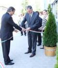 Szalag átvágás az új SOPIA-NET székházavatáson, Pécsett