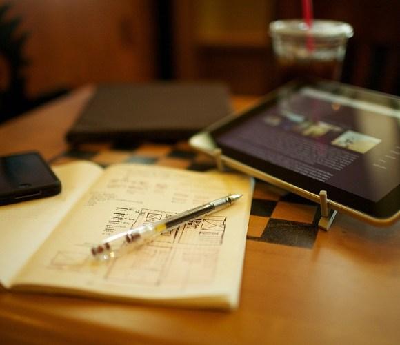 Belajar Menulis dalam Bahasa Inggris selancar Bahasa Indonesia