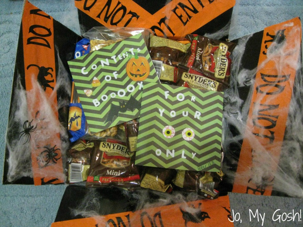 Make this spooky Halloween care package for a loved one! Perfect for deployed military, college students, and missionaries.