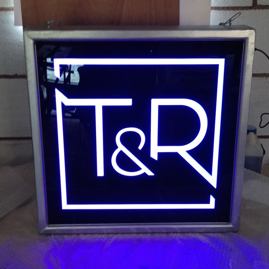 lighbox-toyboy-&-robin - wood framed light box