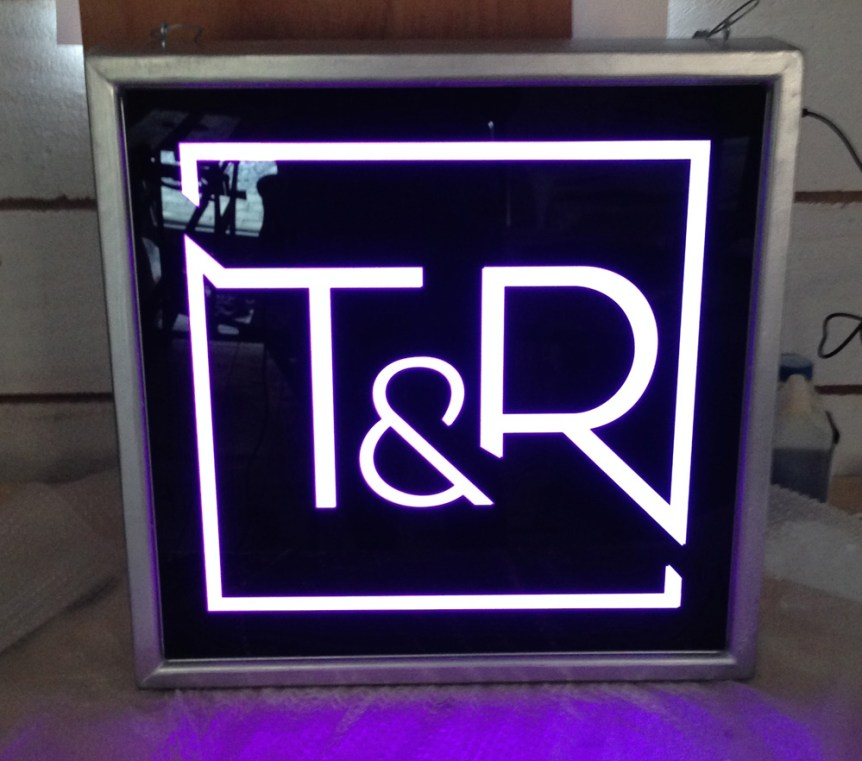 lighbox-toyboy-&-robin - Jona Design - custom light box design and fabrication